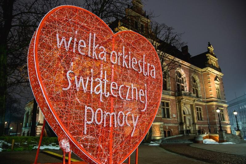 Serce WOŚP przed siedziba Rady Miasta Gdańska
