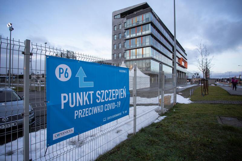 Na terenie województwa pomorskiego szczepienia prowadzi ponad 330 placówek, w Gdańsku jest ich 66. Jednym z gdańskich punktów jest Amber Expo