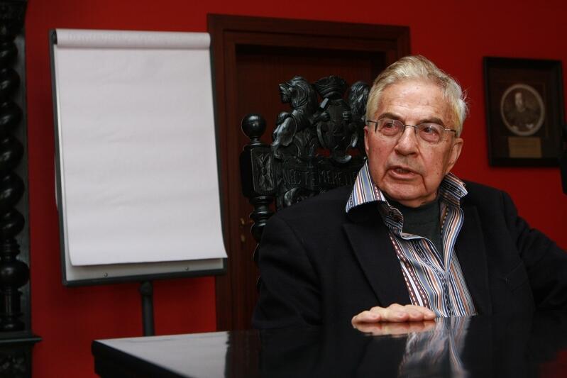 Frank Meisler pod koniec marca 2009 roku, podczas wizyty u prezydenta Pawła Adamowicza. Tematem rozmowy były przygotowania do odsłonięcia pomnika kindertransportów przy dworcu kolejowym Gdańsk Główny