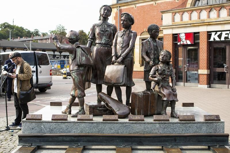 Gdy w 2009 roku pomnik kindertransportów stanął w Gdańsku - cały cykl rzeźb Franka Meislera, poświęcony uratowaniu żydowskich dzieci w 1939 roku, nabrał autobiograficznego charakteru