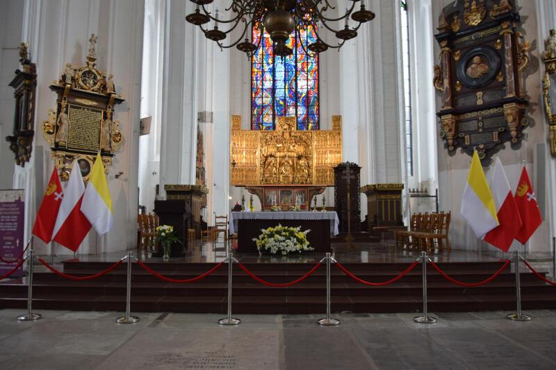 Odrestaurowany Ołtarz Główny to jedna ze zmian, która w wyniku remontu objęła i wnętrze bazyliki
