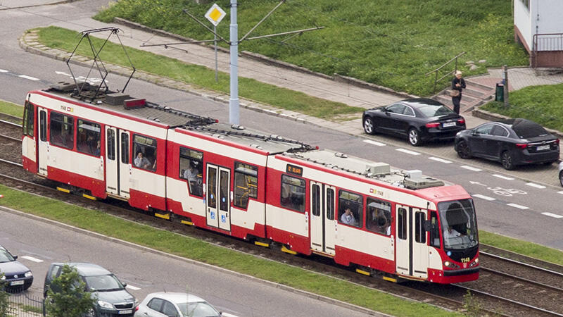 I na zakończenie - jeszcze tramwaj N8C w starym malowaniu