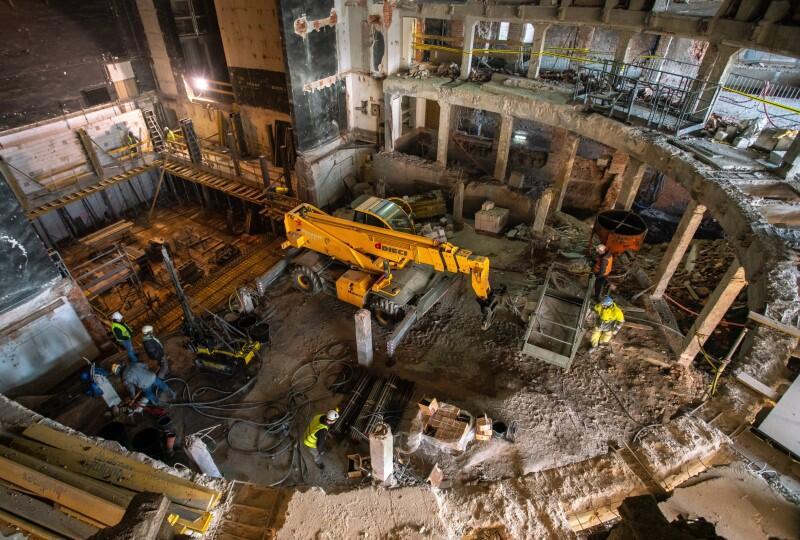 Na terenie Dużej Sceny jest teraz prac budowy - zdjęcie zrobiono dwa tygodnie temu