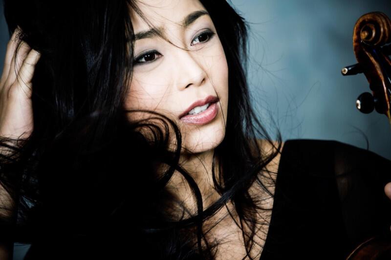 """Soyoung Yoon ma bardzo bogaty repertuar sięgający od koncertów Mozarta po koncert Sibeliusa, a także """"Pory roku"""" Piazzoli. W ostatnim czasie często występuje z polskim dyrygentem Michałem Nesterowiczem"""
