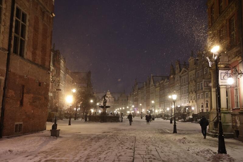 ul. Długa i Długi Targ w śniegu nocą