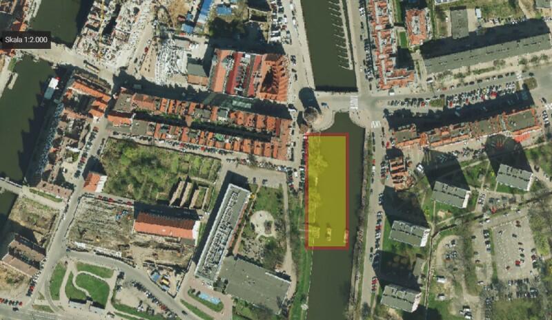 Ortofotomapa terenu wokół mostu Stągiewnego i Stągwi Mlecznych. Obszar, na którym wybudowana będzie marina jachtowa zaznaczyliśmy żółtym prostokątem w czerwonej obwódce
