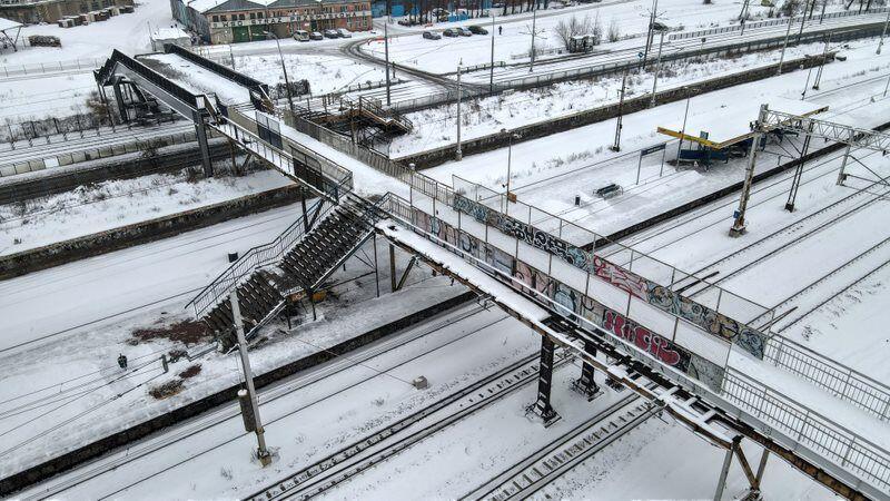 Kładka dla pieszych na stacji SKM Gdańsk Stocznia łączy ul. Jana z Kolna z Parkiem Steffensa i al. Zwycięstwa