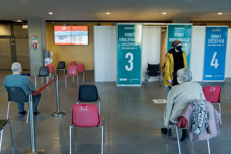 Punkt szczepień w szpitalu tymczasowym w Ambr Expo w Gdańsku