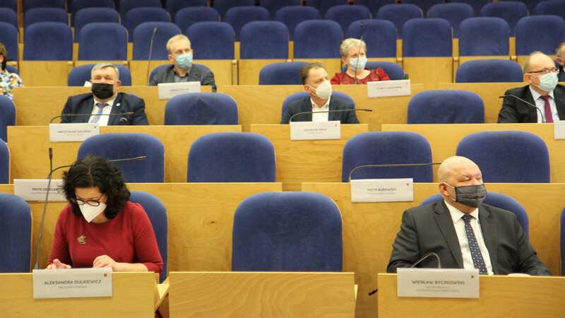 Prezydent Gdańska Aleksandra Dulkiewicz podczas spotkania. Obok po prawej Wiesław Byczkowski, wicemarszałek województwa pomorskiego