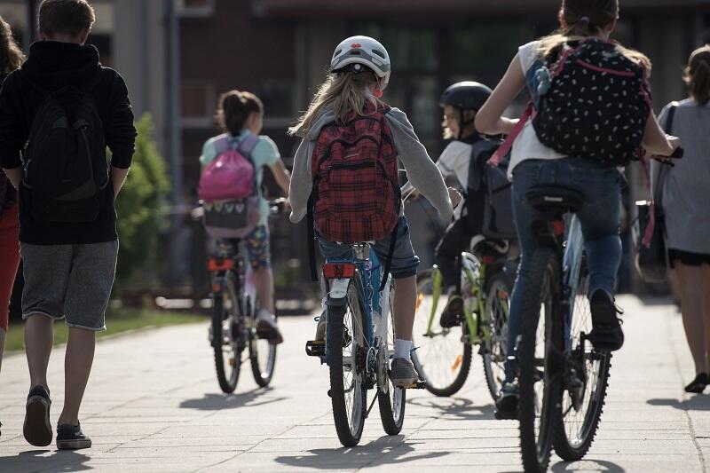 Rowerowy Maj przeznaczony jest dla przedszkolaków, uczniów i nauczycieli, którzy także wspierać mogą `rowerową frekwencję` swojej placówki