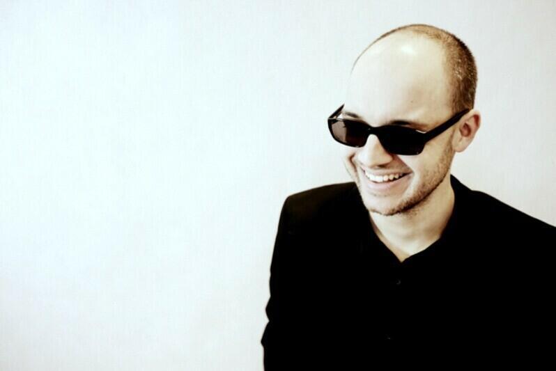 Muzyków poprowadził Ignacy Jan Wiśniewski, który odpowiada na płycie także za instrumenty klawiszowe i aranżacje. Artysta był m.in. nominowany do Nagrody Miasta Gdańska dla Młodych Twórców w Dziedzinie Kultury