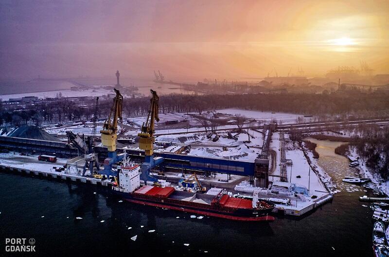Port Gdańsk w zimowej scenerii