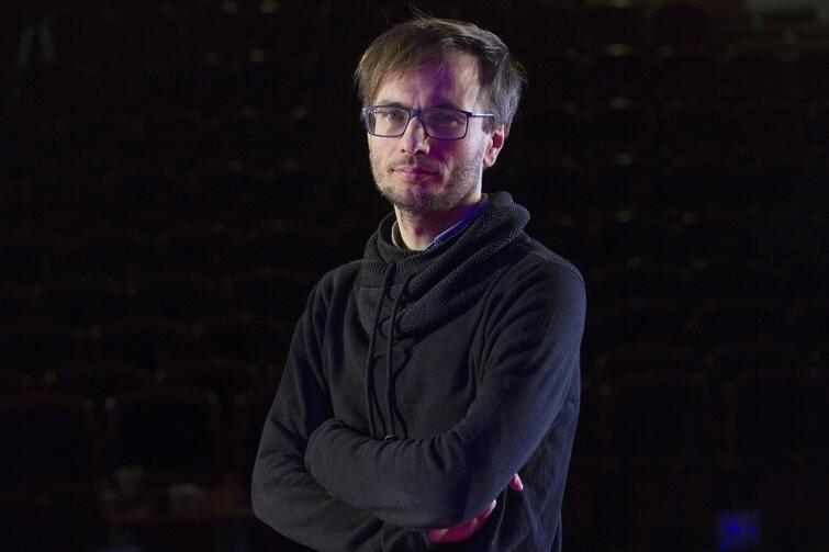 Radosław Paczocha, dramaturg: - Teatr polski nie zajmował się dotąd matkami, które muszą wychowywać dzieci na odległość. A po 2004 roku wyjechało z Polski milion kobiet!