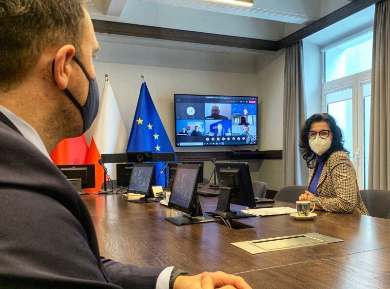 Aleksandra Dulkiewicz, prezydent Gdańska podczas spotkania Miejskiego Zespołu Zarządzania Kryzysowego