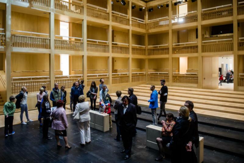 Gdański Teatr Szekspirowski jest jedynym teatrem w Polsce, dedykowanym temu genialnemu dramaturgowi. Zachwyca wnętrzem oraz nietypową bryłą, wielokrotnie nagradzaną w konkursach architektonicznych