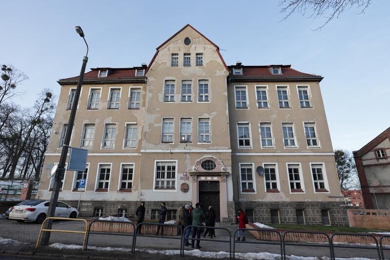 Projekt remontu elewacji Szkoły Podstawowej nr 15 na ulicy Smoluchowskiego to priorytet miasta na 2021 rok, jeśli chodzi o inwestycje na Aniołkach