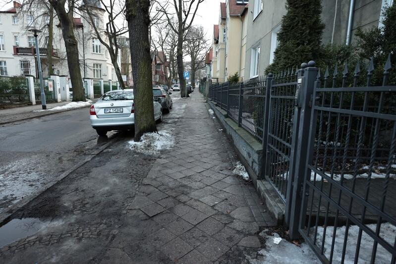 Nierówne chodniki - to zawsze największa bolączka mieszkańców. Remont czeka te na ul. Hoene-Wrońskiego, Śniadeckich, Dziekuć-Maleja oraz Płowce