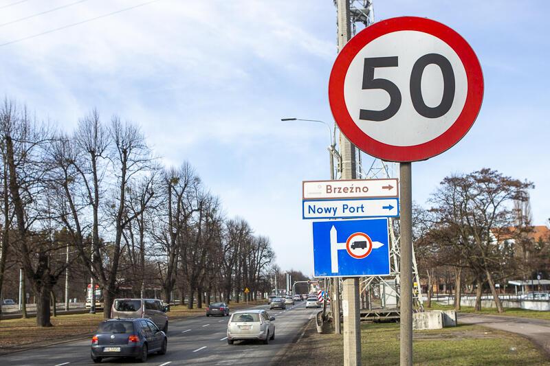 Takie znaki jak ten w okolicy Opery Bałtyckiej pojawią się też w innych miejscach wzdłuż al. Grunwaldzkiej i al. Zwycięstwa