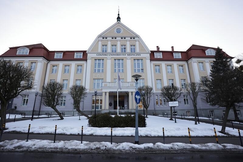 Gdański Uniwersytet Medyczny, historyczny budynek przy placu dr. Stefana Michalaka