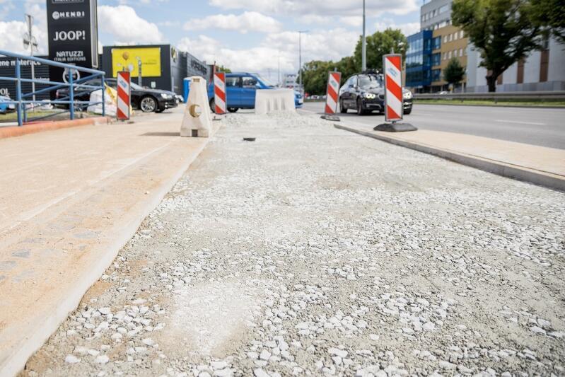 Budowa drogi rowerowej wzdłuż al. Grunwaldzkiej - pas w stronę Sopotu, zdjęcie archiwalne z lipca 2020 r.