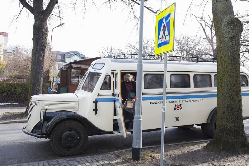 Autobus marki Krupp z 1938 roku w barwach komunikacyjnych Wolnego Miasta Gdańska - eksponat Muzeum Techniki Wojskowej GRYF w Dąbrówce