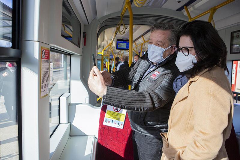 - Kiedy podróżujemy - stąd wzięła się idea nazywania tramwajów, nadawania im imion różnych patronów - mamy chwilę czasu i możemy zapoznać się z życiorysami - zachęca prezydent Aleksandra Dulkiewicz