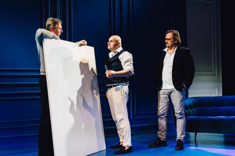 """Z uwagi na ogromne zainteresowanie widzów, Teatr Wybrzeże przygotował na ten weekend dodatkowe pokazy swoich najnowszych premier, w tym """"Sztuki"""" w reżyserii Adama Orzechowskiego"""
