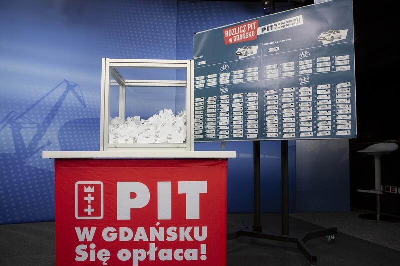 To już piątku raz, gdy Miasto Gdańsk organizuje loterię Pit w Gdańsku. Się opłaca . Zabawa ta ma zachęcić osoby mieszkające i pracujące w Gdańsku, by właśnie tutaj złożyły swoje zeznanie podatkowe