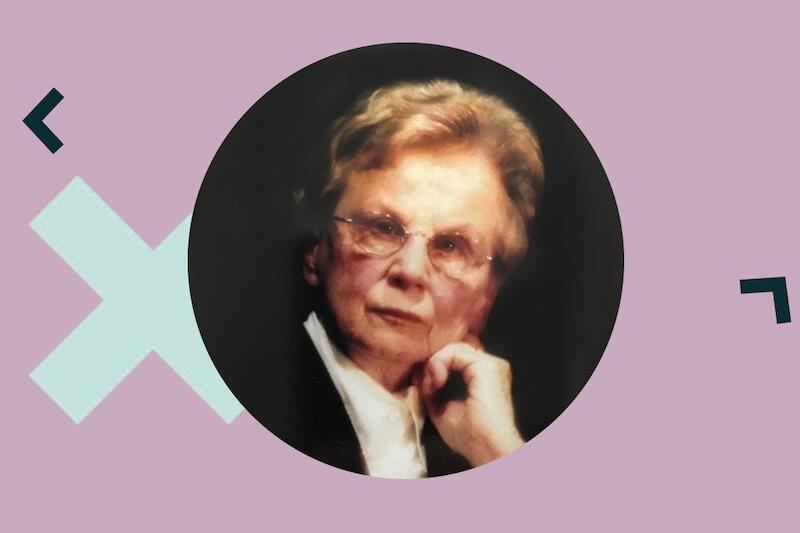 Grafika przedstawiająca Annę Przedpełską-Trzeciakowską - starsza kobieta w okularach, z krótkimi, lekko kręconymi jasnymi włosami. Zdjęcie jest wycięte w okrąg, wklejone w różowo-fioletowe tło