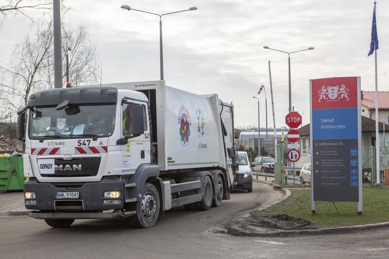 """Zakład Utylizacyjny w Gdańsku zajmuje się nie tylko przetwarzaniem odpadów, które powstają w naszym mieście - konkurs """"Up-Cykle"""" organizowany przez Zakład to jedno z działań, które pomóc ma znaleźć odpowiedzi na pytania, jak produkować bardziej odpowiedzialnie i walczyć z nadprodukcją odpadów"""