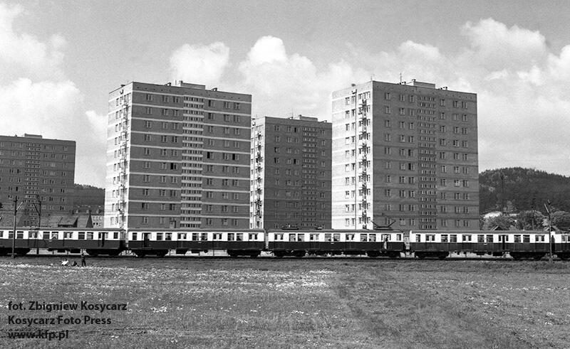 Maj 1972 r. SKM-ka na tle nowego osiedla Gdańsk Żabianka w kierunku Oliwy