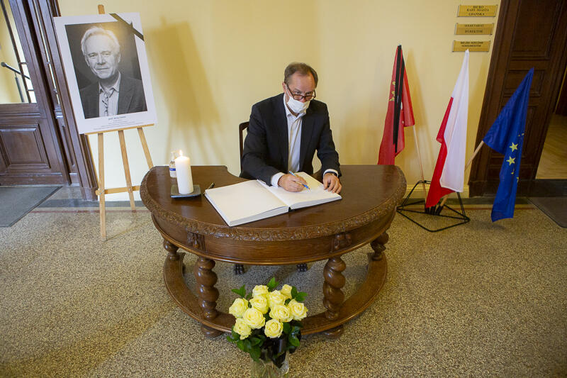 - Dziękujemy za Szekspira, który dzięki Tobie zagościł w Gdańsku, w naszych sercach i umysłach... - napisał marszałek Mieczysław Struk