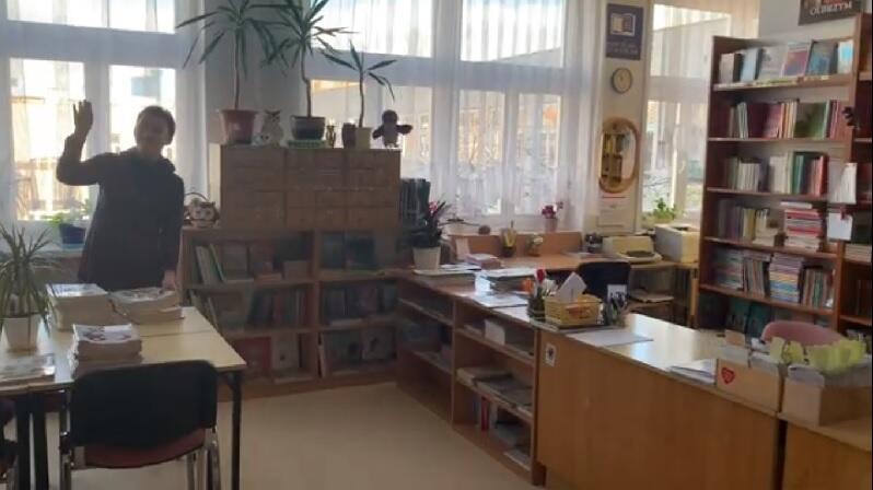 Szkoła Podstawowa nr 48 w Gdańsku - pozdrawia pani bibliotekarka