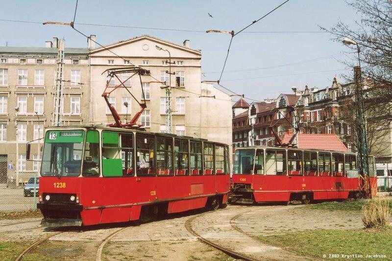 Nz. Konstal 105N obsługujący linię 13. Zdjęcie zrobione w 2003 roku