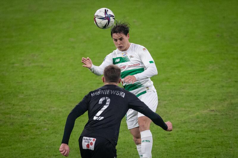 Conrado grał od początku, podawał strzelał, zdobył też gola (na zdjęciu z meczu z Górnikiem Zabrze w Gdańsku)