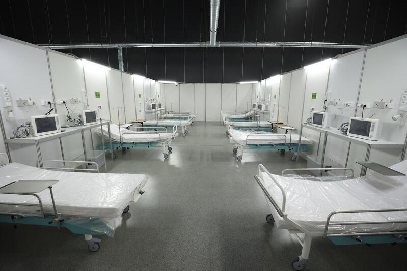 Pierwsza pula 28 łóżek na oddziale chorób wewnętrznym i 10 na OIOM-ie w szpitalu tymczasowym w Amberexpo była gotowa na przyjęcie chorych już pod koniec stycznia. Pierwszych pacjentów przyjęto w poniedziałek, 8 marca. Wystarczyło kilkanaście godzin, by wszystkie miejsca na oddziale chorób wewnętrznych były zajęte - trzeba przygotować drugie tyle