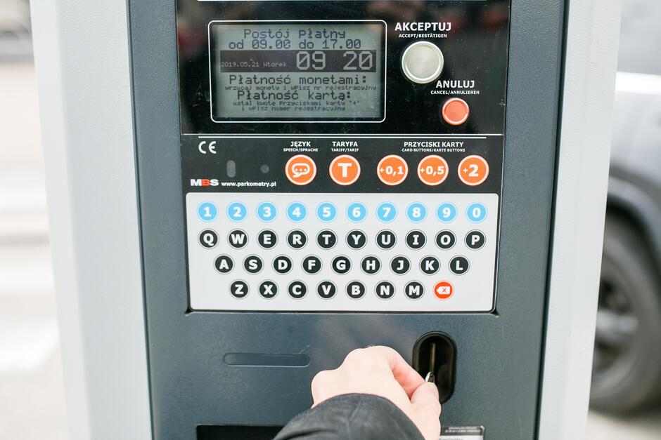 Mobilna kontrola będzie przeprowadzana dwukrotnie w krótkim odstępie czasu, by wykluczyć ukaranie za brak opłaty parkingowej tych kierowców, którzy właśnie zmierzają do parkometru