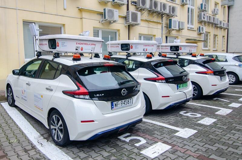 Aktualnie Zarząd Dróg Miejskich w Warszawie posiada trzy samochody wyposażone w system mobilnej kontroli, w planach jest zakup czwartego