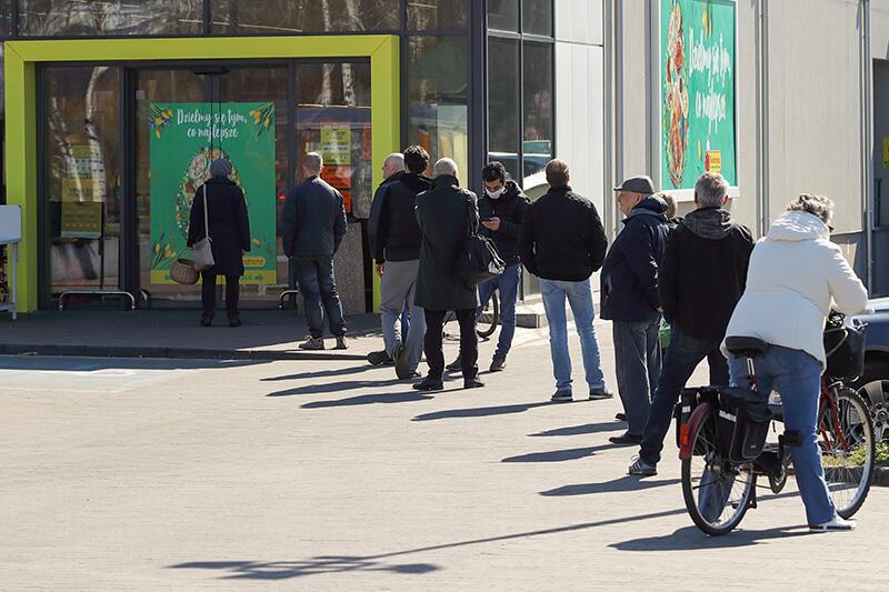 Funkcjonowanie wielkogabarytowych sklepów spożywczych nie zmieni się. Zniesione w lutym godziny dla seniorów nie wrócą w związku z zaostrzeniem obostrzeń w woj. pomorskim