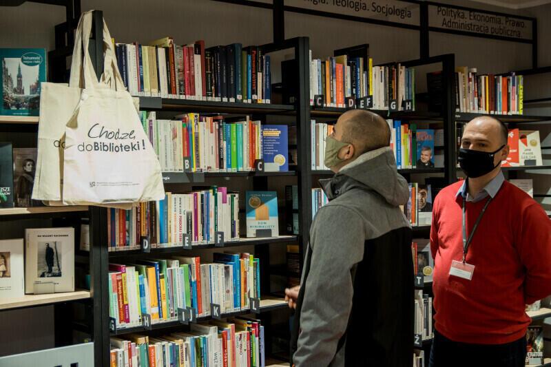 Sami książek z półek sobie już nie weźmiemy. Od 13 marca wszystkie filie Wojewódzkiej i Miejskiej Biblioteki Publicznej w Gdańsku będą zamknięte do odwołania. Książki będzie można wypożyczać po wcześniejszym zamówieniu
