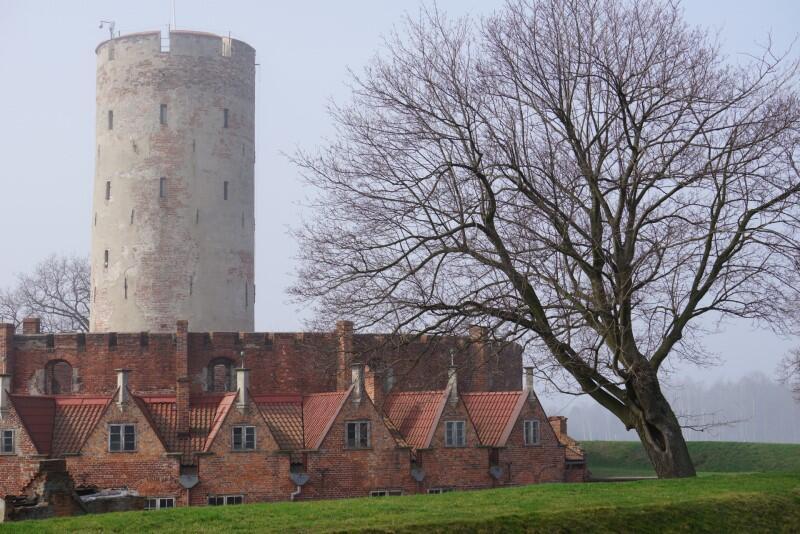 To jeden z najcenniejszych zabytków Gdańska, rzadki na naszych ziemiach obiekt architektury obronnej. Uzbrojona w działa Twierdza Wisłoujście przez stulecia broniła miasto przed wrogimi okrętami wojennymi
