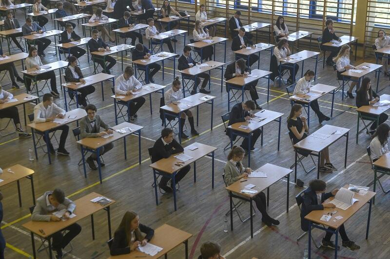 Egzamin ósmoklasisty jest bardzo ważny i trzeba się na nim skupiać, ale warto wiedzieć, po co warto zdać go dobrze. Piecki-Migowo, Szkoła Podstawowa nr 2, test ósmoklasisty w 2019 roku