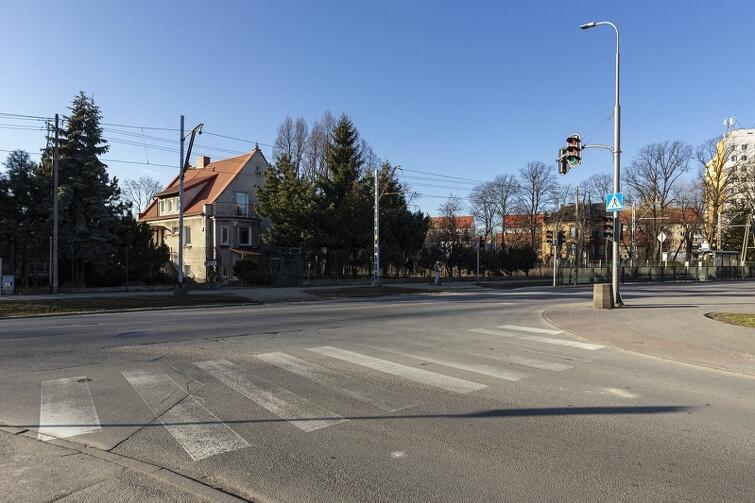 Radni dzielnicy chcą przesunięcia tego przejścia dla pieszych przy ul. Łozy