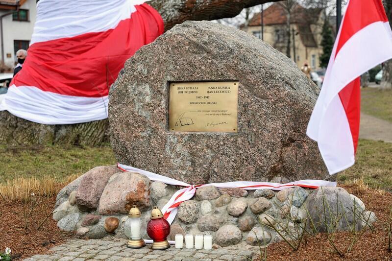 Spotkanie odbyło się na Skwerze przy pomniku poety Janki Kupały, który powstał z inicjatywy mniejszości białoruskiej w Gdańsku