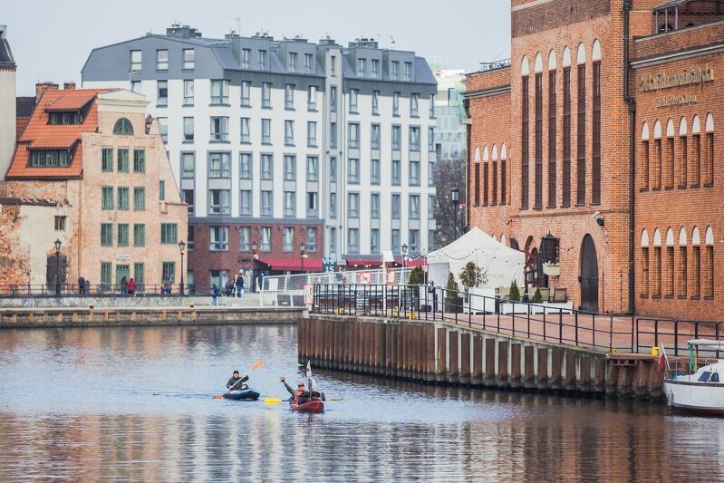 Po 27 dniach ekstremalnie trudnej wyprawy, jaką był zimowy spływ Wisłą, Szymon Machnowski dopłynął szczęśliwie do Gdańska
