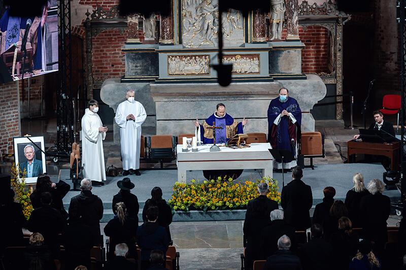 Jerzego Limona w kościele św. Jana żegnała rodzina, bliscy, przyjaciele, ludzie kultury. Mszę odprawił ks. Krzysztof Niedałtowski