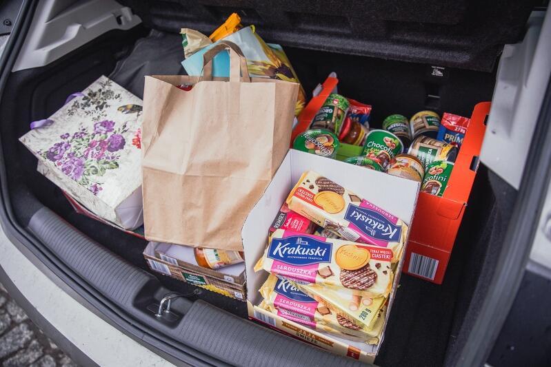 Słodycze, kawa, herbata, konserwy - m.in. takie produkty podarowane zostały przez gdańszczan w ramach akcji Koszyczek dla Seniora