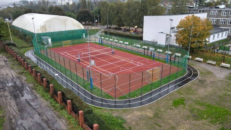 Mieszkańcom najwyraźniej spodobało się nowe boisko w Oliwie, zdecydowali więc o modernizacji sąsiedniego placu zabaw