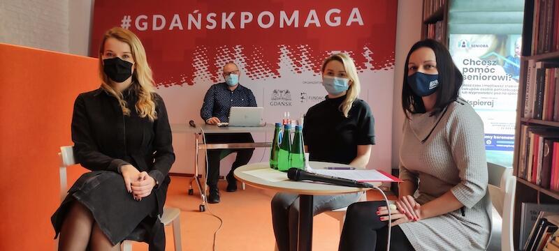 Nz. (od lewej) Milena Mieczkowska - Fundacja Gdańska, Artur Brzozowski - Gdańsk Pomaga, Dobrawa Morzyńska - Fundacja Gdańska, Natalia Gawlik - Gdańsk.pl