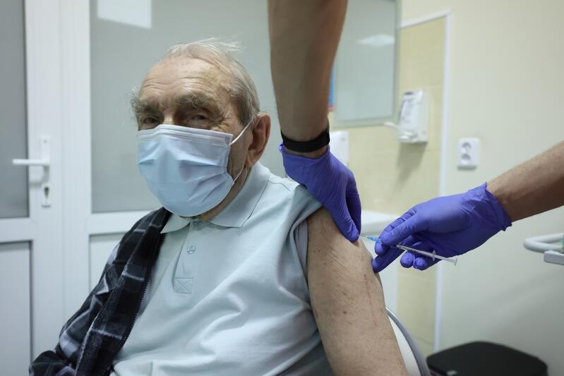 Nz. Pan Zbigniew, 103-latek skorzystał z transportu Gdańsk Pomaga, by zaszczepić się przeciw Covid-19